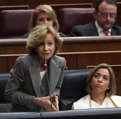 """Salgado defiende su compromiso anti-déficit y el PP dice que los """"atolondrados"""" PGE comprometen a España"""