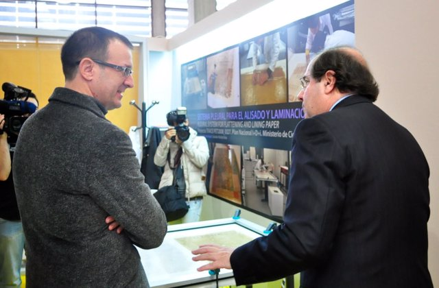 Salvador Muñoz conversa con Juan Vicente Herrera, presidente de la Junta de Cast