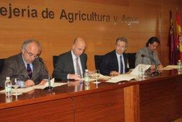 De izquierda a derecha, el presidente de la Asociación de Propietarios Forestale