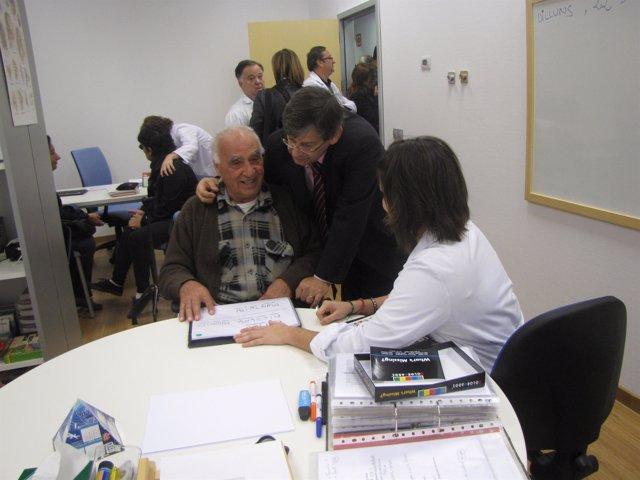 Vicens Thomàs durante su visita al Hospital General