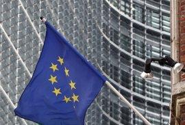Standard & Poor's recorta dos escalones la nota de solvencia de Irlanda