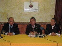 El consejero de Justicia y Seguridad Ciudadana, Manuel Campos, a su izquierda el
