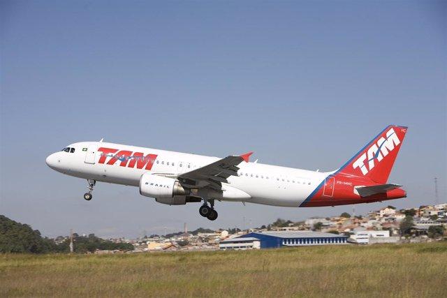 Avión de TAM modelo A320
