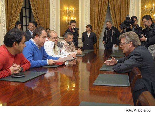 Trabajadores De Delphi en el encuentro en Diputación durante el pasado pleno