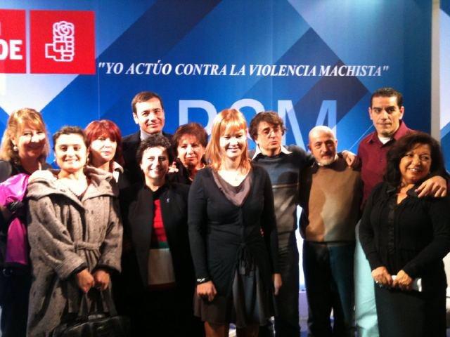 Gómez y Pajín junto a algunos de los participantes en el acto