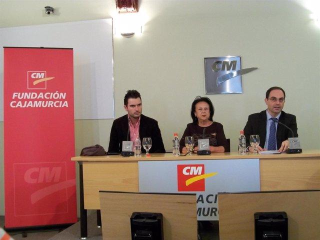 Carlos Piñana, Génesis Garcia y Pascual García en la presentación de la gala