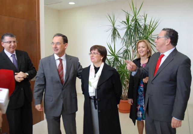 El consejero Bascuñana, acompañado por el alcalde de Molina y representantes de