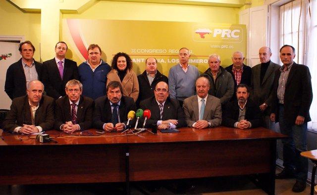 Oria y los alcaldes del PRC que han participado en la ponencia.