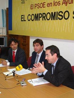 Los socialistas Juan José Zancada, José Antonio González Poncela y Juan José Tom