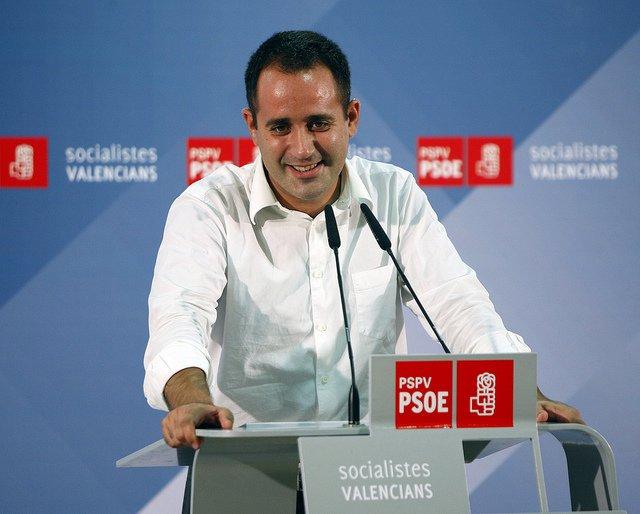El secretario general del PSPV, Jorge Alarte, en una cena mitin en La Nucia.