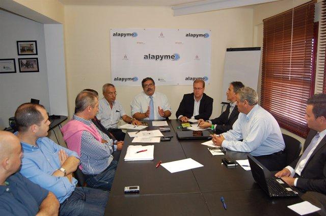 Reunión de Pedro Rodríguez Zaragoza con los comerciantes de La Laguna.