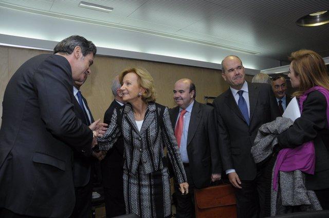 El consejero canario saluda a la ministra Elena Salgado