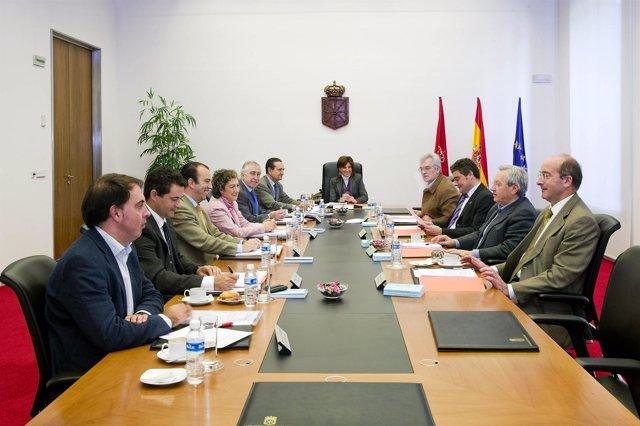 Mesa y Junta del Parlamento de Navarra.