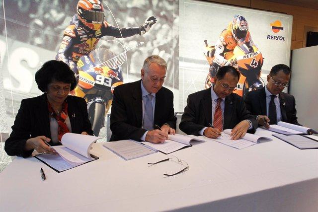 Firma de acuerdo entre Repsol y UMW