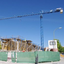 Grúas en construcción