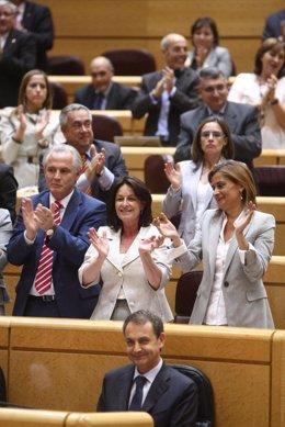 El PSOE aplaude a Zapatero en el Senado