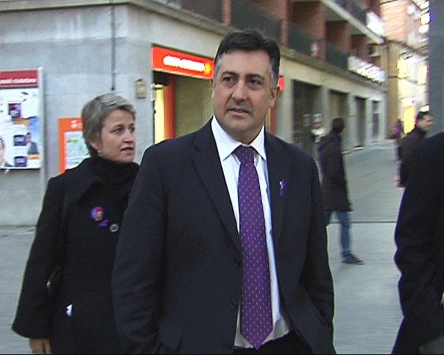 """Puigcercós manifiesta """"apoyo total"""" a los bomberos"""