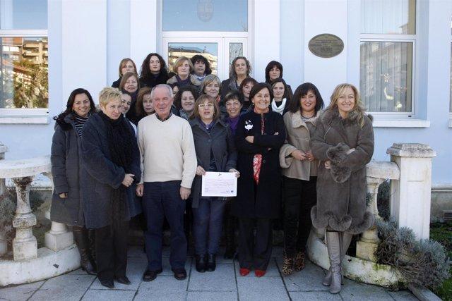 Gorostiaga y participantes en el taller de empleo de Colindres