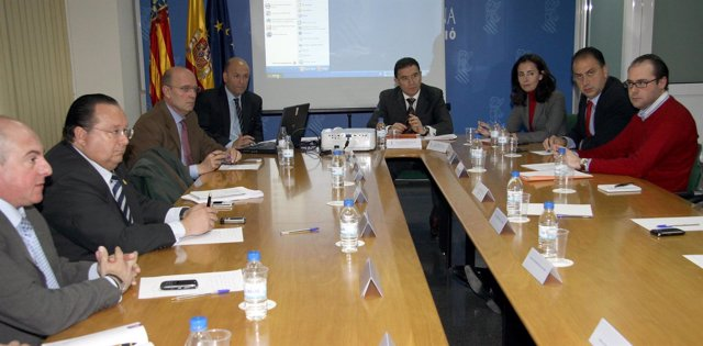 Reunión de Castellano con representantes de casales