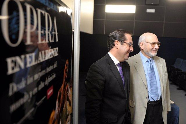 El delegado municipal de Cultura, Miguel Briones, y el director del Festival de