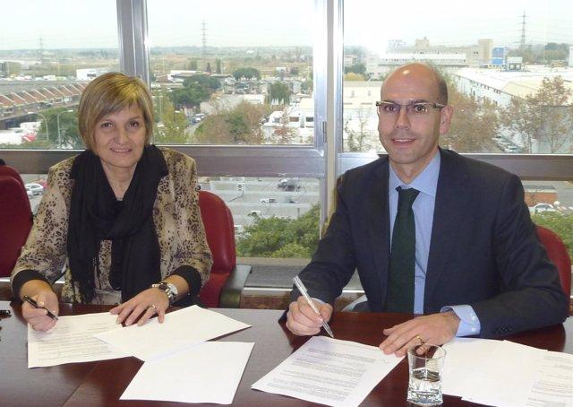 La directora general de Mercabarna, Montserrat Gil de Bernabé, y el subdirector