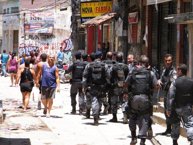 Policías en las favelas de Río de Janeiro.