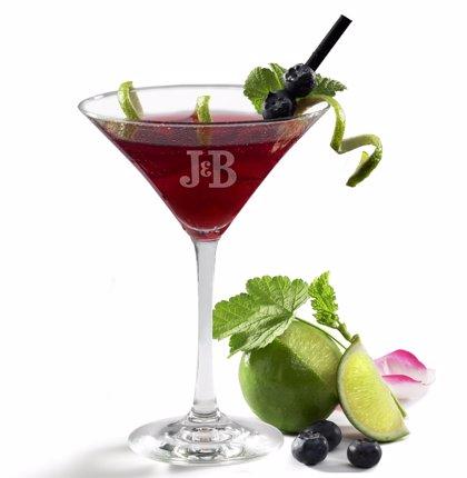 Doce barman, algunos cántabros, compiten hoy en Madrid para encontrar la mejor fórmula del cóctel 'typical spanish'