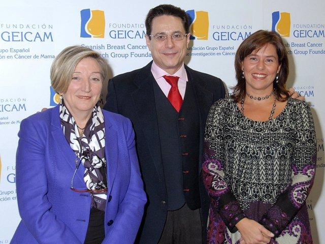 Los doctores Anna Lluch (izq), Miguel Martín y Eva Carrasco