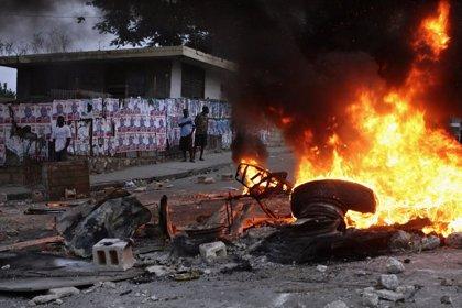 Prenden fuego a un edificio de la coalición gobernante en Haití