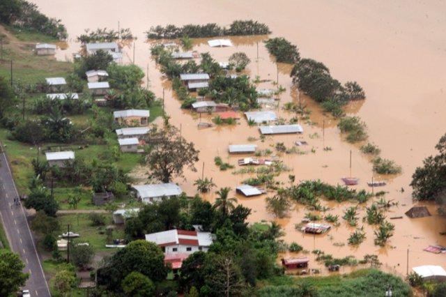 Vista aérea de los efectos de las inundaciones en Panamá por 'La Niña'.
