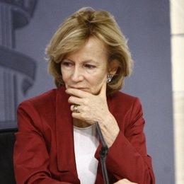La ministra de Economía, Elena Salgado, pensativa en Moncloa