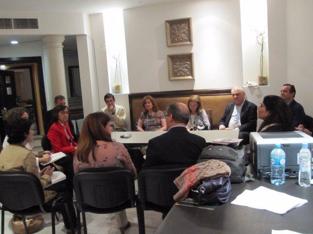 Rosa Aguilar se reúne con representantes de la sociedad civil en la Cumbre del C