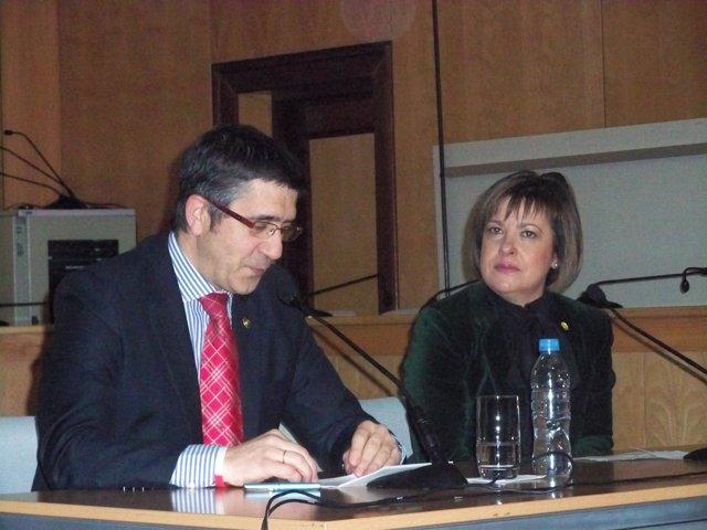 El lehendakari, Patxi López, junto a la alcaldesa de Basauri, Loli De JUan