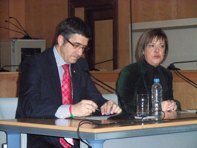 Patxi López, junto a la alcaldesa de Basauri