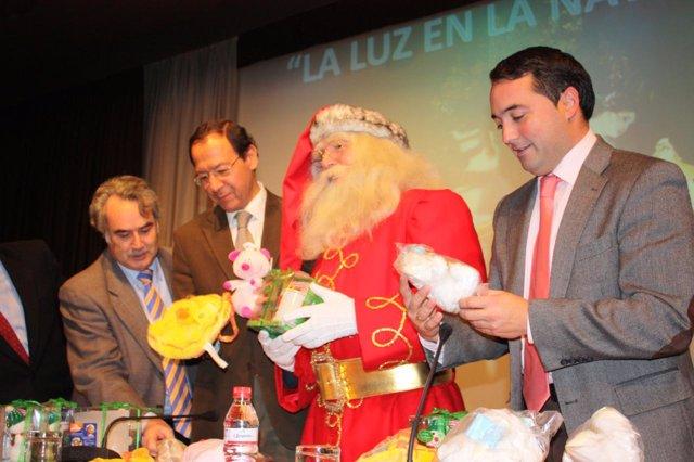 Papa Noel junto al alcalde de Murcia, el concejal de Festejos y el director terr