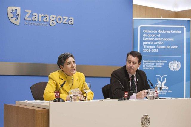 El consejero Jerónimo Blasco y la directora de la Oficina para la Década del Agu