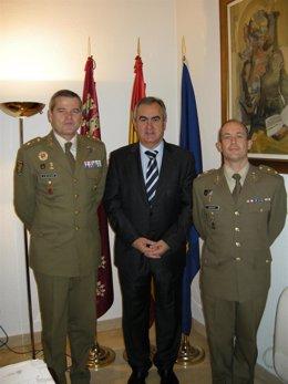 Rafael González Tovar, junto a Fernando García (izq.) y Jesús Serrano (der.)