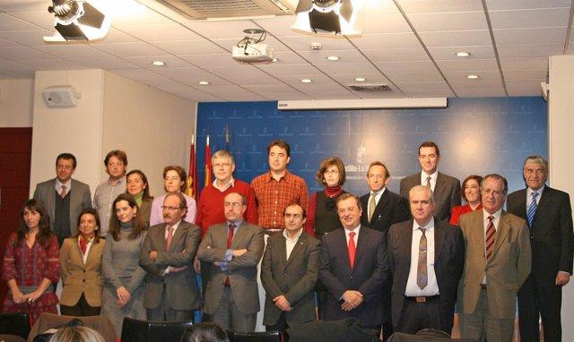 miembros de la mesa regional para la rehabilitación