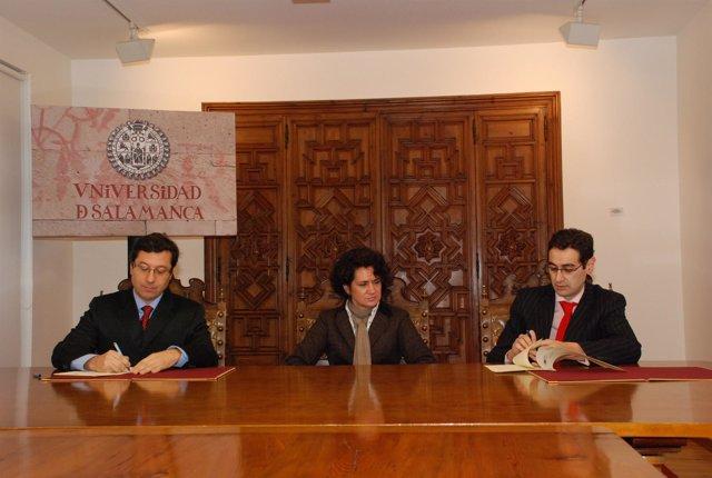 Momento de la firma del convenio entre la USAL e Interra.