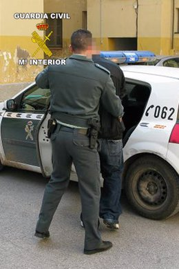 La Guardia Civil, con el detenido