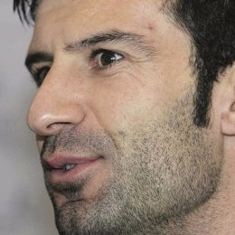 Luis Figo anuncia su retirada definitiva