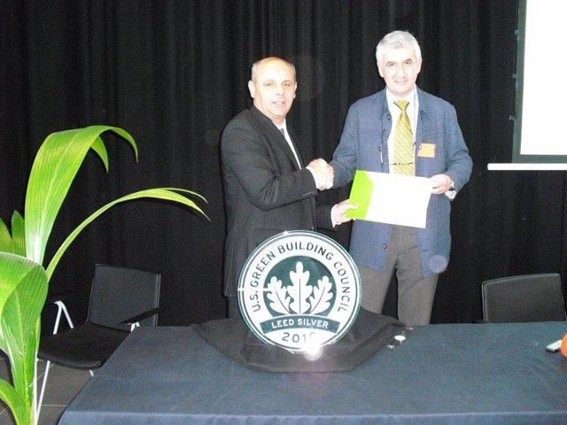 El secretario general de Interior en funciones, Joan Boad, recibe el galardón LE