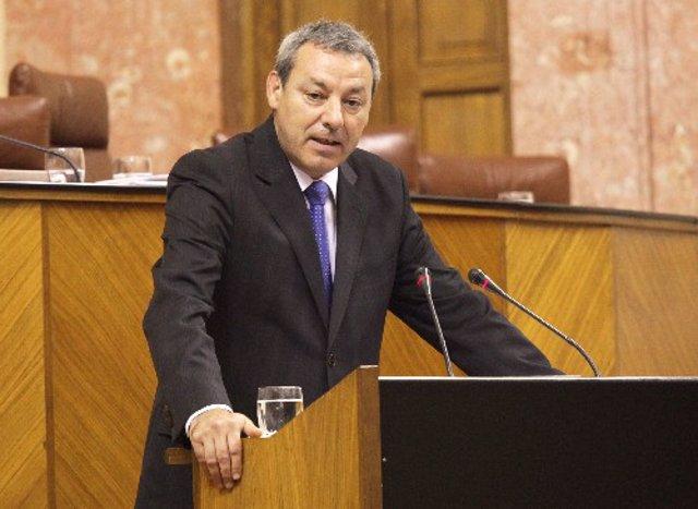 Francisco Álvarez de la Chica, durante su intervención en el Pleno del Parlament