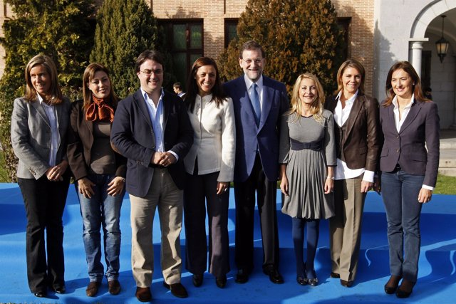 De izquierda a derecha, Ana Mato, los presidentes del PP de Lanzarote, Ástrid Pé