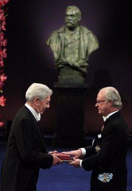 Vargas Llosa recoge el Premio Nobel de Literatura