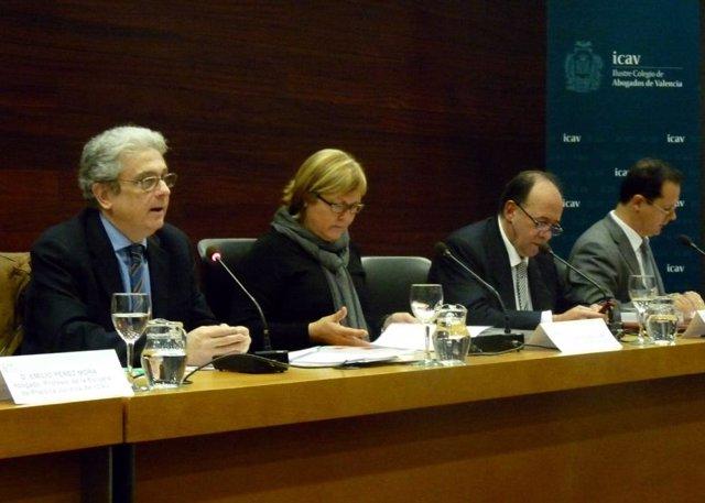 Participantes en la jornada sobre el Código Penal