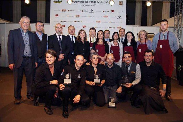 Grupo de encargados de bar que pasó a la semifinal, con Yolanda Shun García prim