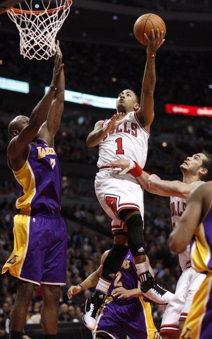 Baloncesto/NBA.- Derrick Rose domina a Lakers (88-84) y acaba con cuatro años de maldición