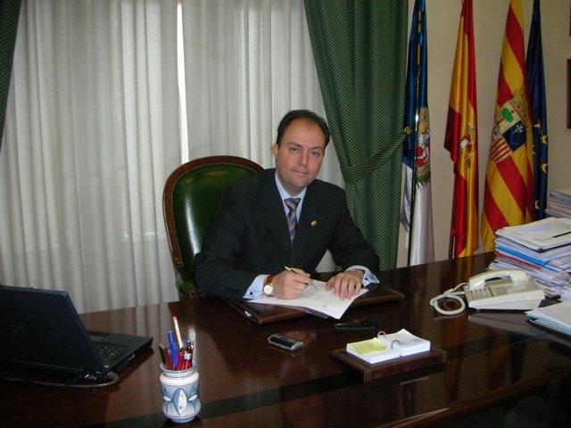 El alcalde Víctor Ruiz en su despacho en el Ayuntamiento de Calatayud
