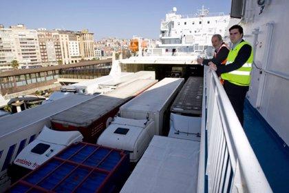 El número de vehículos en régimen de pasaje crece un 43,7% hasta octubre en el puerto de Santander